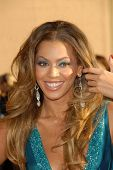 LOS ANGELES - NOVEMBER 21: Beyonce Knowles at the 34th Annual American Music Awards at Shrine Audito