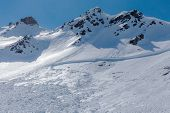 pic of avalanche  - Tear and trace avalanches in the mountains - JPG