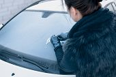 picture of ice-scraper  - Winter Driving  - JPG