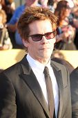 LOS ANGELES - 29 de JAN: Kevin Bacon chega a 18 anuais Screen Actors Guild Awards no Santuário A