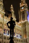 silhouette of knight in vienna city-hall