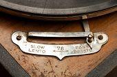 Tempo é relevante... Detalhe de um velho gramofone