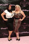 LOS ANGELES - 3 de ago: Comentários, Natasha Estrada na abertura em decorações de garota Pin-up Pin-up Girl Boutique
