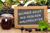 Slate Blackboard With The Words: Brombeer Gelee Aus Frischen Waldfrüchten