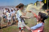 Family Throws Colored Corn Starch At Bubble Palooza Event