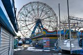 Coney Island Attraction Park, Winter
