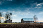 pic of barn house  - This used to be a farm house yard - JPG