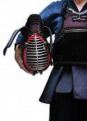Постер, плакат: Заделывают кэндо шлема в руках кэндо истребитель изолированные на белом Японское боевое искусство меча
