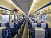 Постер, плакат: Интерьер пассажирского поезда с пустых мест