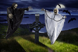 foto of drakula  - the Hallowen dark night with skeleton and ghosts - JPG