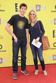 LOS ANGELES - NOV 17:  Lisa Kudrow & Julian Stern arrives to the P.S. Arts Express Yourself 2013  on