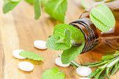 Homeopathische medicijnen met tabletten