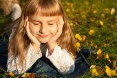 girl portret in autumn