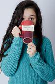 Young girl with note on mug - Good morning