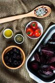 picture of pot roast  - Roasted halves of beets with herbs and tomato - JPG