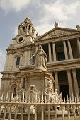 Saint Paul's Cathedral London city and Queen Victoria statue