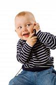 Menino falar ao telefone