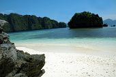 image of olongapo  - Paradise Beach in El Nido Palawan Philippines - JPG