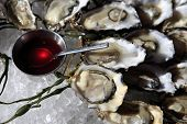 picture of souse  - Opened oysters on ice with red souse - JPG