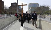 Jonathan Fromm brings cross onto the Brooklyn Bridge
