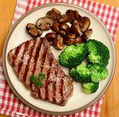Sirloin steak with vegetables but no carbohydrates.