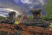 Head less Buddha statues