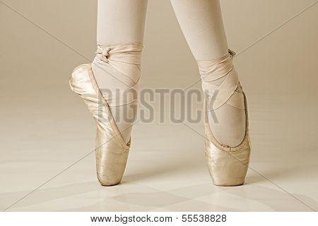 Ballet dancer feet - gold