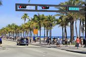 People On A1A At Las Olas Boulevard