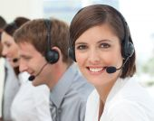 Weibliche Kunden-Service-Agent In einem Call Center