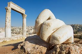 pic of amman  - Stone Hercules hand at the antique Citadel in Amman - JPG