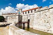 La fortaleza de La Fuerza en la Habana en un día de verano hermoso