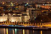 La Habana Vieja, incluyendo las paredes de la fortaleza de La Fuerza, sus alrededores históricos y pa