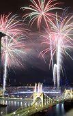 PITTSBURGH - 11 augustus: Fireworks boven Roberto Clemente Bridge en PNC Park Pitt, 11 augustus 2012