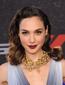 LOS ANGELES - MAY 21:  Gal Gadot arrives to the
