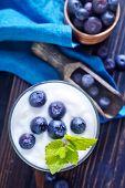 yogurt with blackberry
