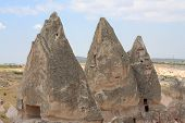 image of chimney rock  - caves in spectalar rocks - JPG