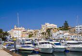 Antigo porto da cidade Ciutadella em dia ensolarado. Menorca, Espanha.