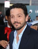 LOS ANGELES - OCT 12:  Diego Luna arrives to the