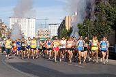 VALENCIA, España - 15 de noviembre: Comienzo de la IX Vuelta a Pie Es Posible 5K carrera el 15 de noviembre,