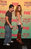 UNIVERSAL CITY - AUGUST 20: Wilmer Valderrama and Jessica Alba at the 2006 Teen Choice Awards - Pres