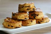 Dates and raisins scones