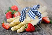 picture of white asparagus  - White asparagus from Germany with strawberries on a wooden table - JPG