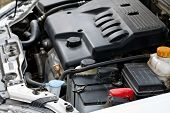 De motor van de auto.