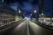 Rua escura em Tel Aviv, Israel