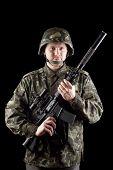 Soldado con M16