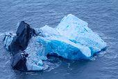 pic of arctic landscape  - Glacier splinters aground - JPG