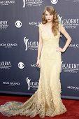 LAS VEGAS - 03 de abr: Taylor Swift, que chegam para 46 Academia do Country Music Awards, no MGM G