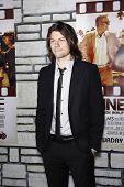 LOS ANGELES - 11 de APR: Patrick Fugit chegando na estréia da HBO Films 'Cinema Verité' a Par LA