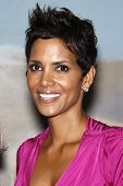 BEVERLY HILLS - APR 17: Halle Berry at the Silver Rose Awards Gala held at the Beverly Hills Hotel,