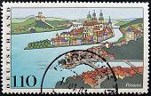 Alemania - alrededor del año 2000: Un sello impreso en Alemania muestra ve de Passau, la ciudad de tres ríos alrededor de
